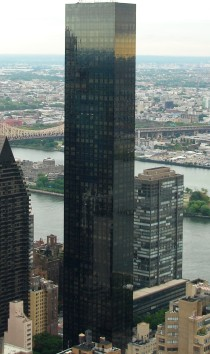 Trump_World_Tower_and_East_River_in_Manhattan_New_York_City_cropped_02_FF